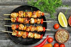 开胃菜与菜的鸡kebab 免版税库存照片