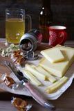 开胃菜专长:啤酒、乳酪和焦糖 库存图片