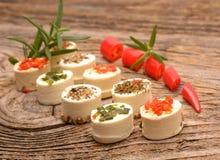 开胃菜乳酪用草本和红辣椒 库存照片