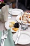 开胃菜和面包盛肉盘 免版税库存照片