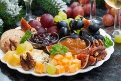 开胃菜对假日-乳酪、果子和果酱,特写镜头 免版税库存图片
