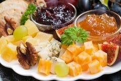 开胃菜对假日-乳酪、果子和果酱 库存照片