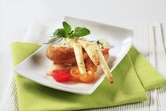 开胃菜干酪新鲜的被磨碎的健康蕃茄 免版税库存照片
