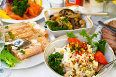 开胃菜正餐准备好的餐馆 图库摄影