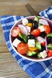 开胃菜沙拉用橄榄和乳酪 库存照片