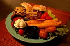 开胃菜混杂的盛肉盘 库存图片