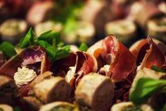 开胃菜滚动用肉和烟肉 库存照片