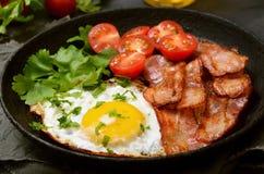 开胃菜煎蛋用烟肉 图库摄影