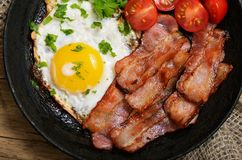 开胃菜煎蛋用烟肉 库存照片