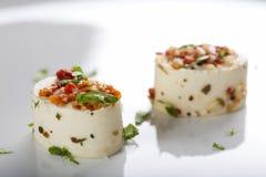 开胃菜用乳酪和各种各样的成份 免版税库存照片