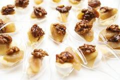 开胃菜用乳酪和核桃自助餐的在白色背景 免版税库存图片