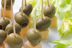 开胃菜用乳酪和橄榄 库存照片