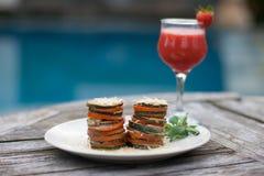 开胃菜用夏南瓜和蕃茄 免版税库存照片