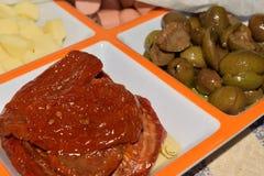 开胃菜用干蕃茄和橄榄 库存照片