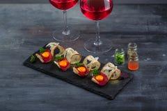 开胃菜用有壳的面包、bresaola、乳酪和卵黄质在石背景 库存照片