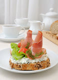 开胃菜用火腿和乳清干酪 库存图片