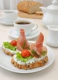 开胃菜用火腿和乳清干酪 免版税库存图片