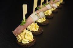 开胃菜用火腿和乳脂干酪 图库摄影
