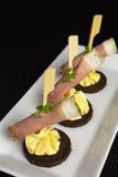 开胃菜用火腿和乳脂干酪 免版税图库摄影