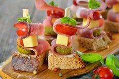 开胃菜用烟肉和乳酪 图库摄影