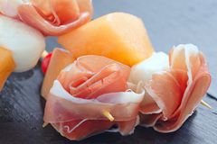开胃菜用瓜、乳酪和火腿 免版税库存图片
