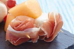 开胃菜用瓜、乳酪和火腿 库存图片