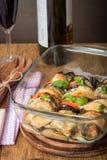 开胃菜用茄子、乳酪无盐干酪和蕃茄 免版税库存照片
