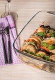 开胃菜用茄子、乳酪无盐干酪和蕃茄 免版税库存图片