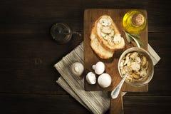 开胃菜用蘑菇和面包 库存照片