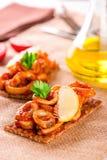 开胃菜用辣蕃茄乌贼和柠檬在多士 免版税库存照片
