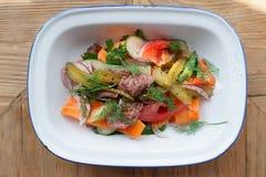 开胃菜由烤牛肉和菜做成 库存图片