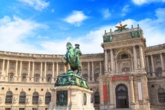 开胃菜的尤金王子骑马雕象在奥地利的国立图书馆的前面在维也纳 图库摄影