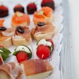 开胃菜的汇集在自助餐桌上的 免版税库存照片