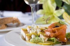 开胃菜菜单la三文鱼熏制的多士 图库摄影