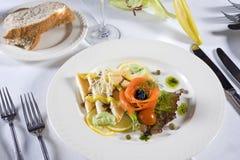 开胃菜菜单la三文鱼熏制的多士 库存照片