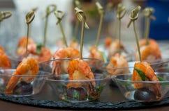 开胃菜虾用葡萄 免版税库存图片