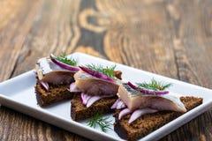 开胃菜食物,三明治用鲱鱼 免版税图库摄影