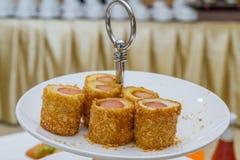 开胃菜,小圆面包用香肠 库存图片