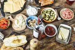 开胃菜,酒,淡菜,三文鱼,饭桌,乳酪,食物,意大利语,出去吃饭 免版税库存图片