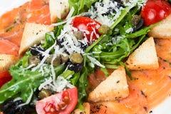 开胃菜-三文鱼Carpaccio用帕尔马干酪 库存照片