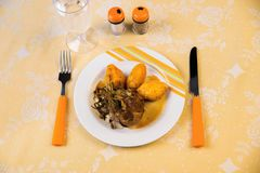 开胃菜-与南瓜尼奥基的烤里脊肉 免版税库存图片