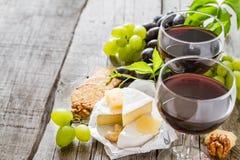 开胃菜-乳酪胡说的葡萄酒 库存图片
