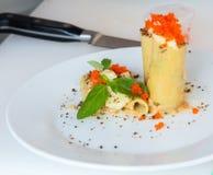 开胃菜-乳酪滚动用肉和菜 图库摄影