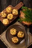 开胃菜-土豆松饼用鸡肉和乳酪 库存图片