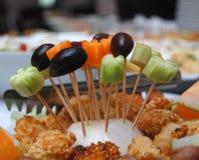 开胃菜(自助餐、开胃菜,食物)橄榄,黄瓜 库存照片