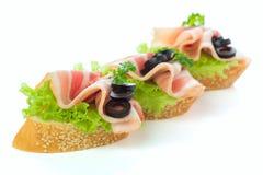 开胃菜-面包切片用烟肉 免版税图库摄影