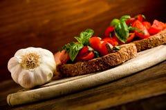 开胃菜bruschetta新鲜的蕃茄 图库摄影