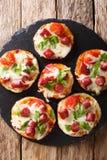 开胃被烘烤的茄子用乳酪,蕃茄,香肠克洛 库存照片