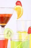 开胃酒上色了不同的水杯 库存照片