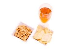 开胃酒和椒盐脆饼从 免版税图库摄影